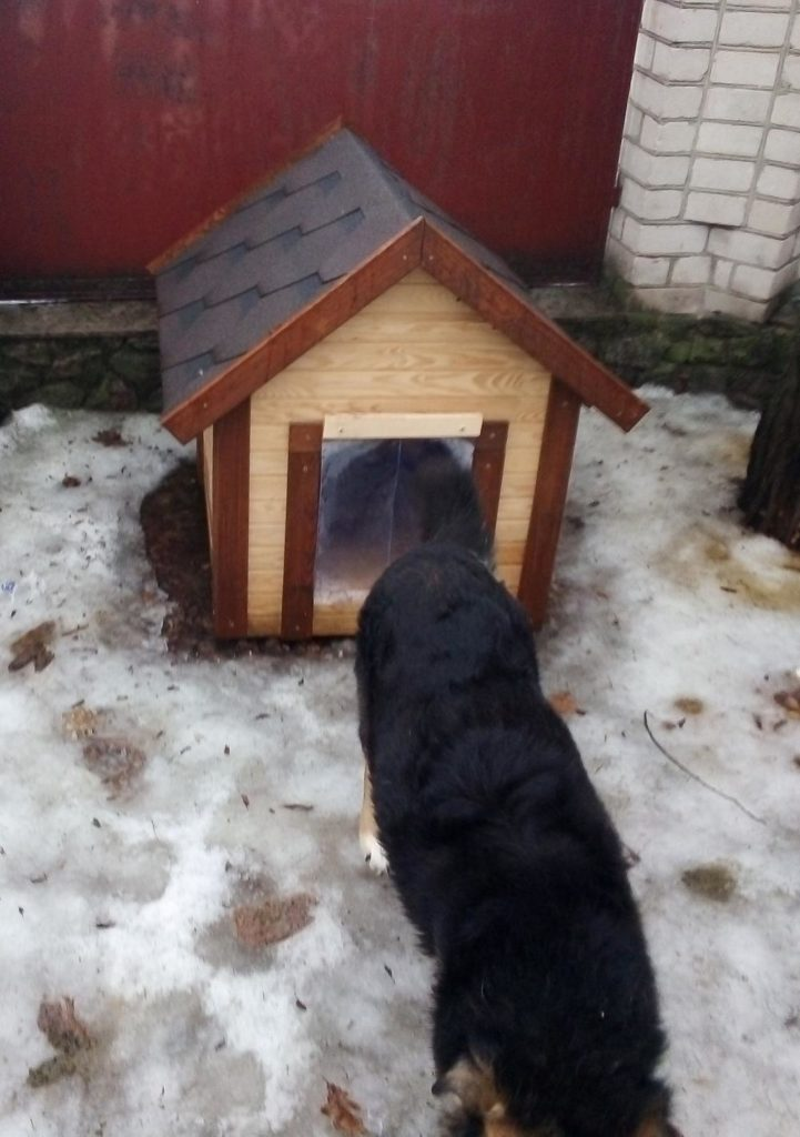 Силиконовая шторка на будку для собаки